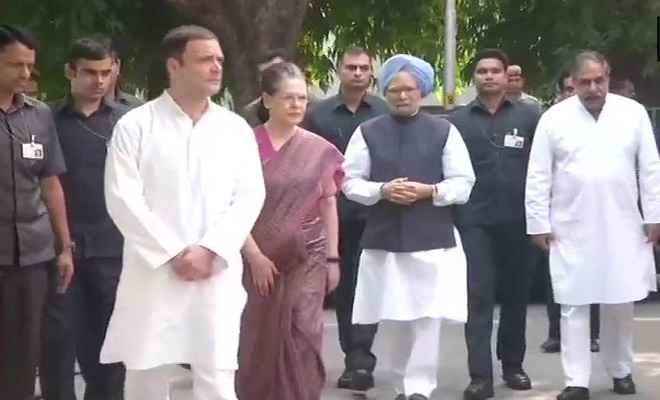 कांग्रेस अध्यक्ष राहुल, मनमोहन और सोनिया ने एनडी तिवारी को दी श्रद्धांजलि