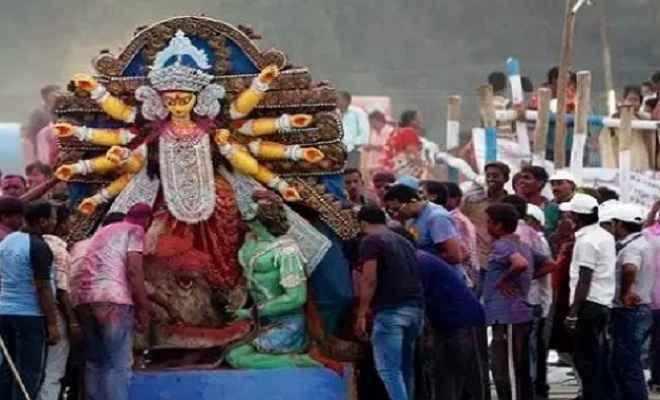 दुर्गा प्रतिमा विसर्जन के दौरान दो समुदायों में हिंसक झड़प, दो की मौत