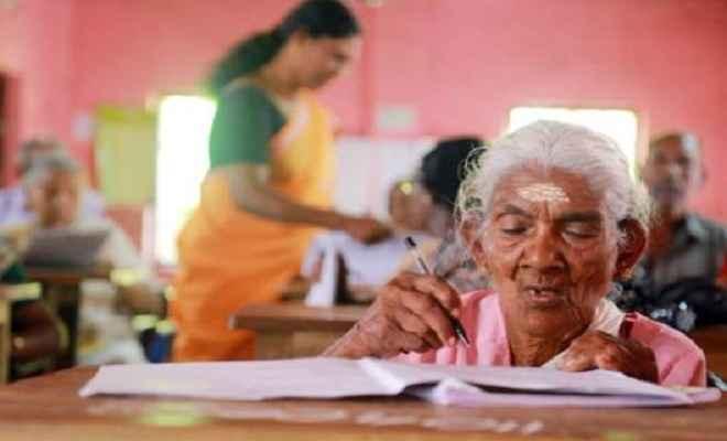 96 साल की महिला ने परीक्षा में किया टॉप, आए 100 में से 98 नंबर