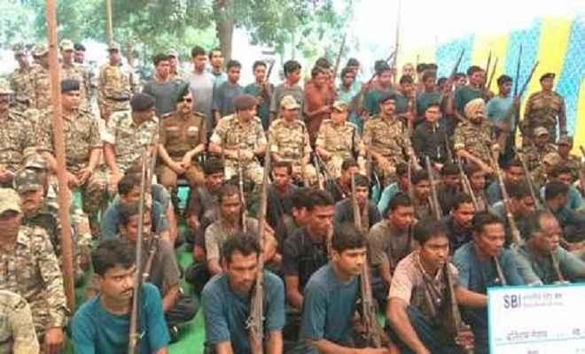 छत्तीसगढ़ में 62 नक्सलियों ने किया सरेंडर, राजनाथ सिंह ने बताया 'बड़ी कामयाबी'