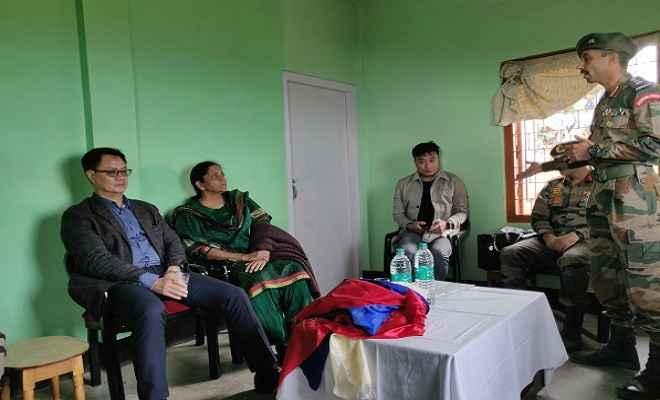 अरुणाचल: आर्मी-पुलिसकर्मियों के बीच झड़प, सुलह कराने पहुंचीं रक्षा मंत्री निर्मला सीतारमण और रिजिजू