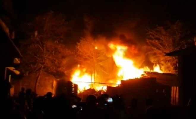 पटाखों की चिंगारी ने बिहार में जमकर कहर बरपाया, लाखों का समान जल कर हुआ राख