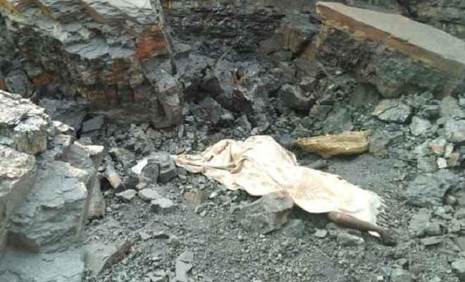 कोयला चोरी कर रहे लोगों पर गिरा चट्टान, तीन की मौत, अब भी दबे हैं कई लोग