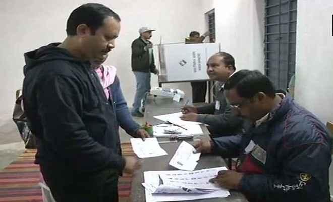 छत्तीसगढ़ विधानसभा चुनावः पहले चरण के लिए वोटिंग जारी, दंतेवाड़ा में विस्फोट