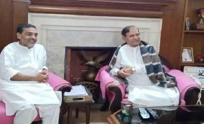 उपेंद्र कुशवाहा ने की शरद यादव से मुलाकात, राजनीतिक सरगर्मियां हुई तेज