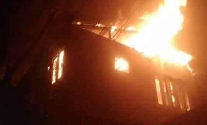जम्मू/कश्मीर: अनंतनाग में हमलावरों ने पंचायत घर फूंका