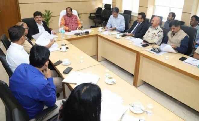 मुख्यमंत्री रघुवर दास ने की राज्य स्थापना दिवस की तैयारियों की समीक्षा