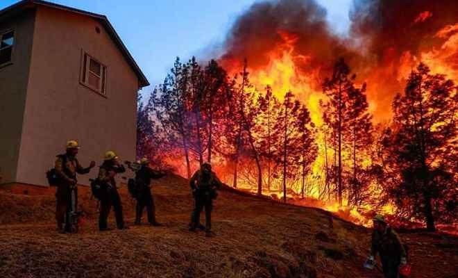 कैलिफोर्निया में 10 दिन बाद भी नही बुझी जंगल में लगी आग, सैकड़ों घर जलकर हुए राख
