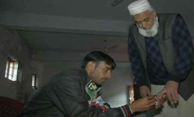 जम्मू/कश्मीर: पंचायत चुनाव के पहले चरण का मतदान जारी, 9 चरणों में होगी वोटिंग