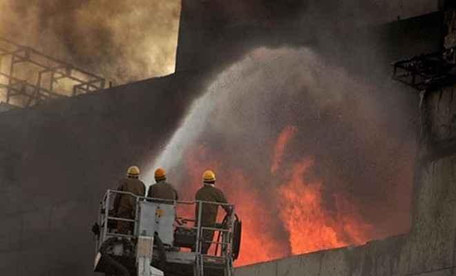 दिल्ली : करोल बाग स्थित फैक्ट्री में लगी भीषण आग, 4 लोगों की मौत