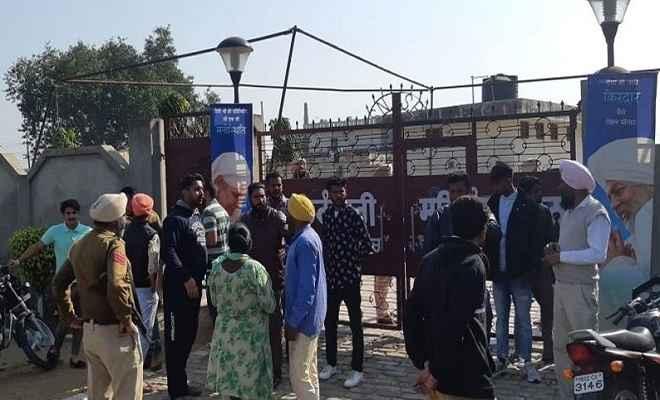 अमृतसर निरंकारी भवन हमला : शक के आधार पर दो स्थानीय लड़कों को पुलिस ने किया गिरफ्तार