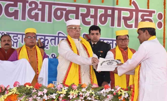 संस्कृत विश्वविद्यालय दरभंगा में छठा दीक्षांत समारोह में राज्यपाल ने कहा-संस्कृत भाषा की समग्र उन्नति के लिए सार्थक प्रयास की जरूरत