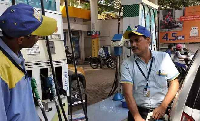 आज लगातार 10वें दिन पेट्रोल के रेट में गिरावट, डीजल 4 महीने में सबसे सस्ता