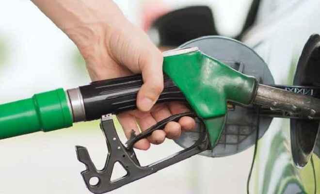 पेट्रोल की कीमतों में गिरावट जारी, 71 रुपये से नीचे पहुंचा भाव
