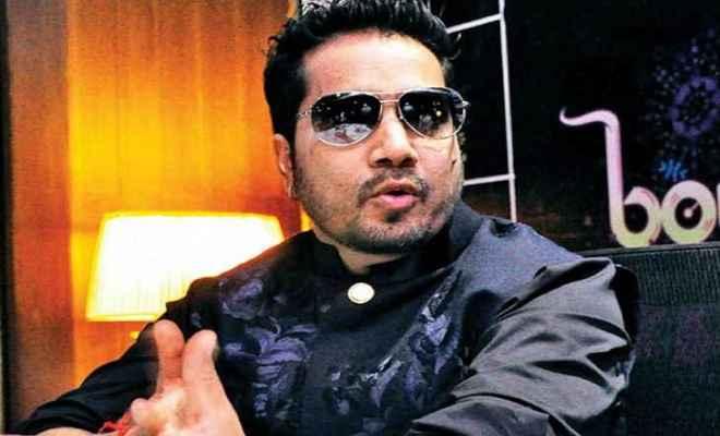 गायक मीका पर नाबालिग मॉडल को अश्लील फोटो भेजने का आरोप, हुआ गिरफ्तार