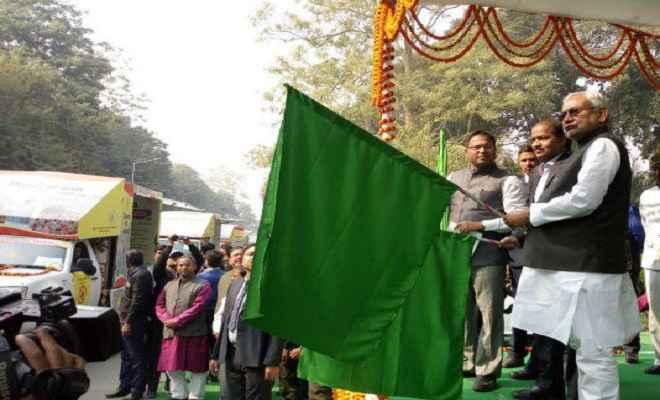 मुख्यमंत्री नीतीश ने 'जागरूकता रथ' को झंडा दिखाकर किया रवाना