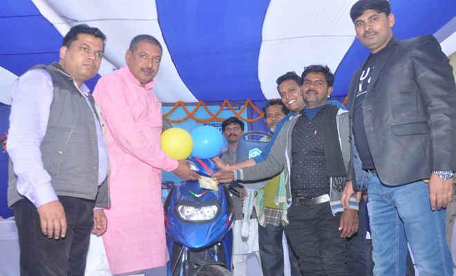 मोतिहारी के राजपरी ने बांटे बंपर लक्की डॉ विजेता को एप्रिलिया स्कूटी, 39 अन्य को टीवी व फ्रिज, मेगा ड्रॉ में मिलेगा टेम्पो