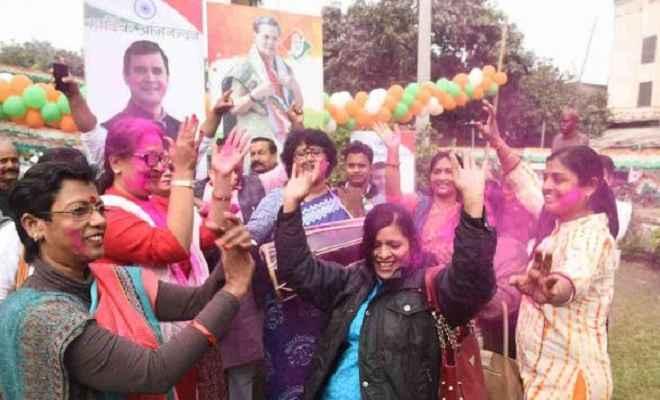 तीन राज्यों के रुझान में कांग्रेस को बढ़त, खुशी से झूमे कांग्रेस-आरजेडी कार्यकर्ता