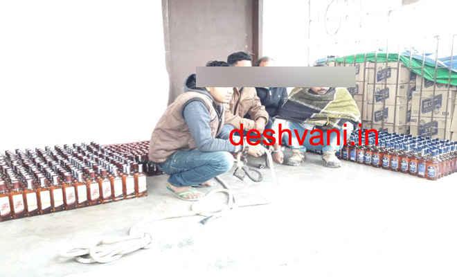 मोतिहारी के डुमरियाघाट में 576 बोतल विदेशी शराब के साथ तस्करी के चार आरोपी गिरफ्तार, कार जब्त