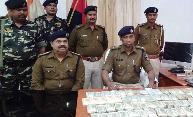 बेतिया पुलिस की घेराबंदी से घबड़ाकर अपराधियों ने तिजोरी फेंकी, चोरी हुआ था एलएण्डटी फाइनांस के 18 लाख रुपए