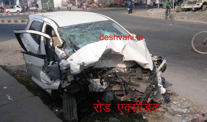 मोतिहारी के पीपराकोठी में दो वाहनों में भीषण टक्कर, कार उड़कर गड्ढे में गिरी, एक घायल
