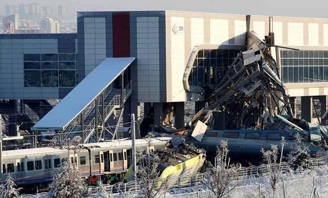 अंकारा : पटरी पर खड़े रेल इंजन से टकराई तेज रफ्तार ट्रेन, नौ लोगों की मौत, 47 घायल