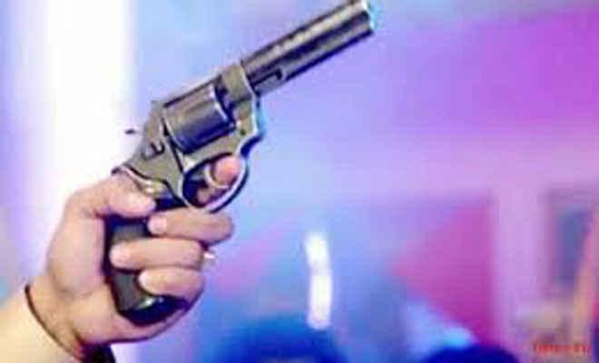 गंगा सहनी की हत्या के अभियुक्त भटहां निवासी पिस्टव व तीन कारतूस के साथ धराया