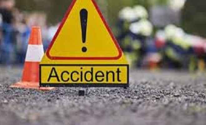 दो मोटरसाइकिल की टक्कर में एक युवक की दर्दनाक मौत, दो घायल