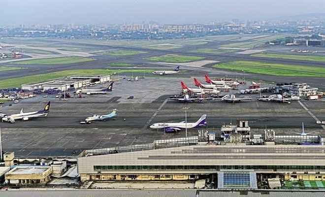 मुंबई एयरपोर्ट ने तोड़ा अपना ही रिकॉर्ड, 24 घंटे में कराई 980 फ्लाइट्स की लैंडिंग और डिपार्चर