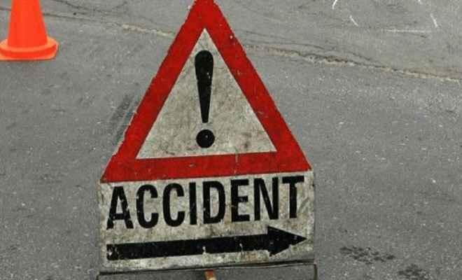 ट्रक और बाइक की टक्कर में दो युवक की मौत