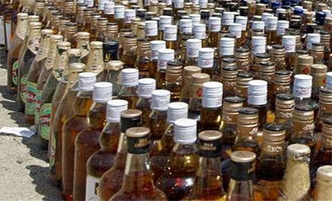 जीआरपी ने ट्रेन से बरामद किया विदेशी शराब