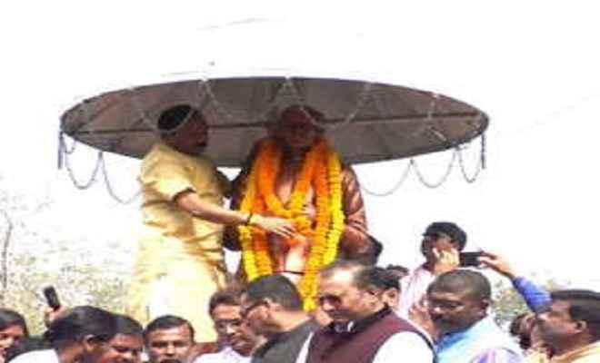 मुख्यमंत्री ने दीनदयाल उपाध्याय की प्रतिमा पर अर्पित किया श्रद्धा सुमन