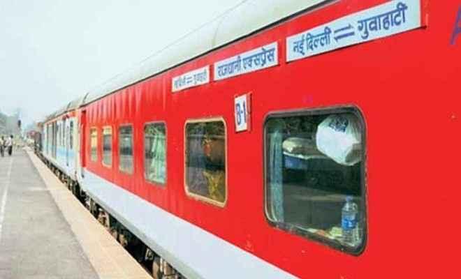 नई दिल्ली से डिब्रूगढ़ जाने वाली राजधानी एक्सप्रेस बड़े हादसे से बची