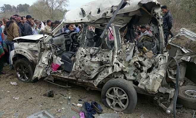 बम ब्लास्ट में कांग्रेस जिला अध्यक्ष शंकर यादव समेत चालक की मौत