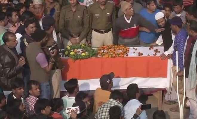 आरा पहुंचा शहीद जवान मुजाहिद खान का पार्थिव शरीर, हर आंख हुई नम