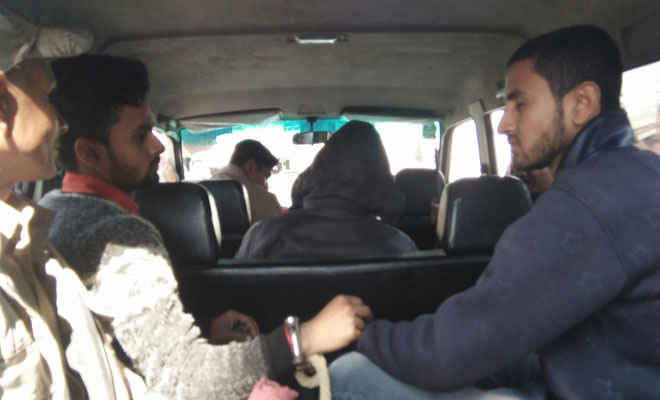 दंडाधिकारी ने परीक्षा केंद्र के अंदर मोबाइल ले जाने से मना किया तो किया हंगामा, जान मारने की धमकी