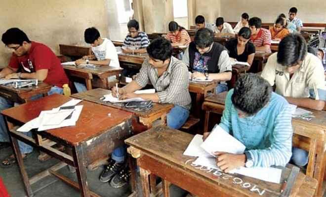 बिहार बोर्ड का अजीबोगरीब फैसला परीक्षा में जूते-मोजे नहीं चप्पल पहनकर आएं छात्र