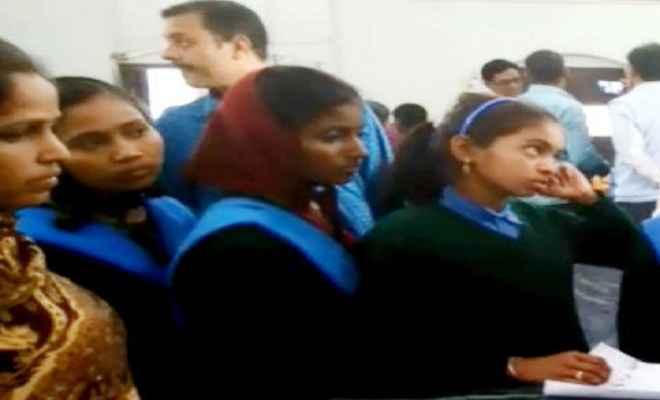 एल्बेंडाजोल की गोली खाने से दो स्कूलों की 21 छात्राएं बीमार