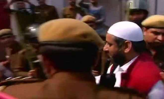 दिल्ली : आप विधायक जरवाल गिरफ्तार, अमानतुल्ला ने भी किया सरेंडर