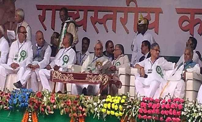 मुख्यमंत्री नीतीश कुमार ने झारखंड में भी शराबबंदी की वकालत की