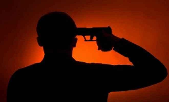 रिटायर्ड फौजी ने पत्नी को गोली मारने के बाद खुद को मारी गोली, पत्नी की मौत
