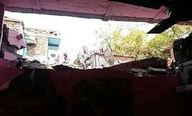 रसोई गैस जलाते ही घर की उड़ी छत, नौ व्यक्ति घायल