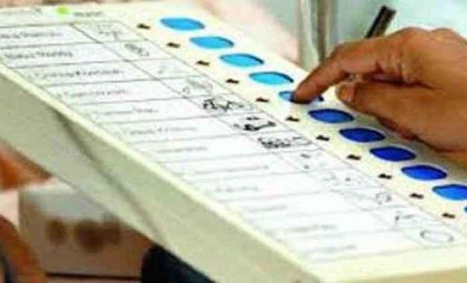 यूपी लोकसभा उपचुनाव : 11 बजे तक गोरखपुर में 17 फीसदी व फूलुपर में कुल 12.02 प्रतिशत वोटिंग