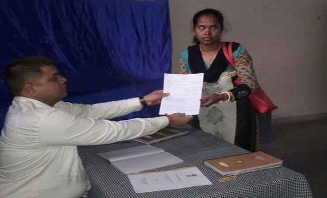 नगर निगम चुनाव: नामांकन फॉर्म लेने पहुंचे प्रत्याशी, 28 मार्च को बांटा जाएगा चुनाव सिंबल