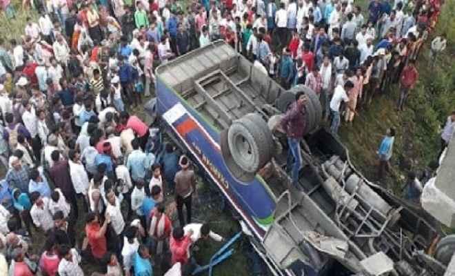 बिहार: यात्रियों से भरी बस पुल से नीचे गिरी, मौके पर ही 10 लोगों की मौत, 20 से ज्यादा घायल