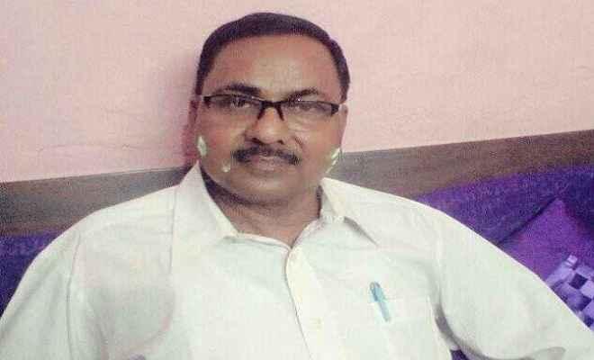 बीइइओ महेंद्र प्रसाद को घूस लेते एसीबी ने किया गिरफ्तार