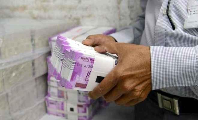 सरकारी नौकरी वालों को बड़ी खुशखबरी: 1 अप्रैल से सातवें वेतन आयोग के तहत बढ़ी हुई सैलरी मिलेगी