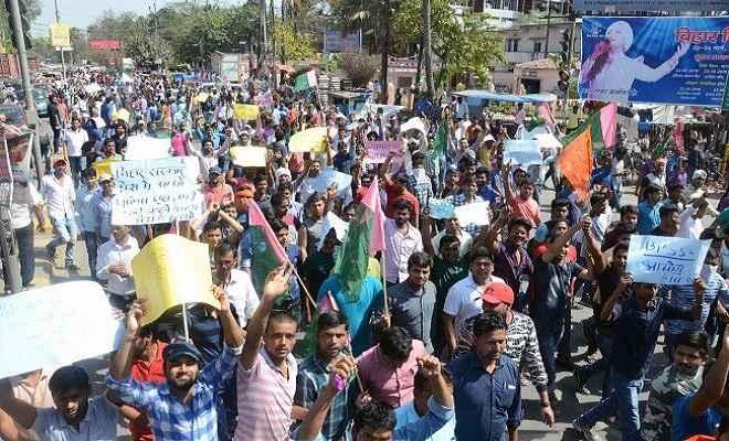 बिहार दारोगा भर्ती परीक्षा मामला : पटना में छात्रों ने जमकर प्रदर्शन किया, समर्थन में उतरे पप्पू यादव