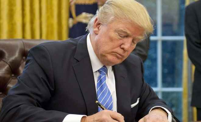 राष्ट्रपति डोनाल्ड ट्रंप ने सेना में ट्रांसजेंडरों की भर्ती पर लगाए रोक को वापस लिया