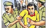 मोतिहारी के मजुराहां का एक युवक घर में चाेरी के आरोप में गिरफ्तार, दो फरार